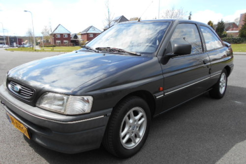 Ford Escort 1.6 CL 3drs Bj:1994 EURO:375,00